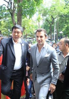 Huyền thoại bóng đá Del Piero giữa vòng vây NHM Việt Nam