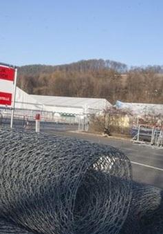 Áo dựng hàng rào tại biên giới với Slovenia