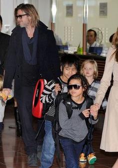 Đại gia đình Angelina Jolie rủ nhau đi trượt băng