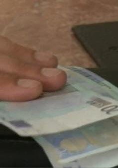 Đồng nội tệ Kazakhstan giảm giá mạnh