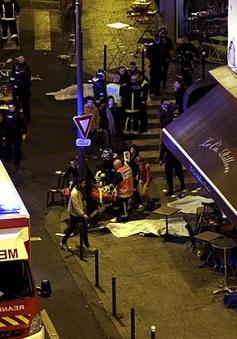Người dân Paris mở cửa đón nạn nhân vụ khủng bố đẫm máu