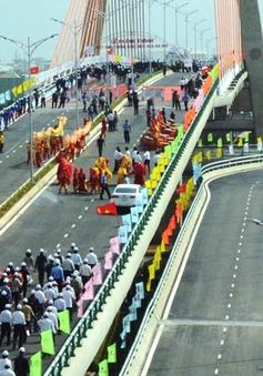 Ngày đầu thông xe tại cầu vượt 3 tầng lớn nhất Việt Nam