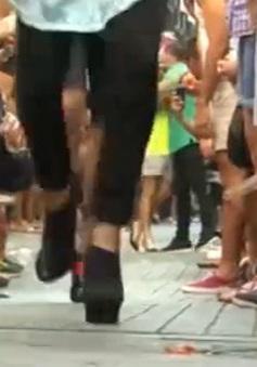 Tây Ban Nha: Độc đáo cuộc thi chạy bằng giày cao gót của cánh mày râu