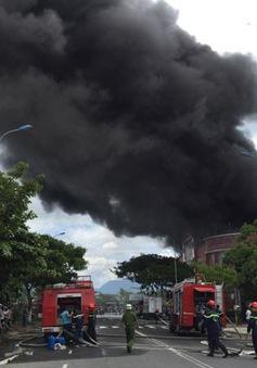 Đà Nẵng: Cháy kinh hoàng tại một kho sơn