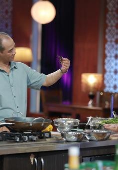 Thí sinh Vua đầu bếp Việt gây ấn tượng với món ăn từ côn trùng sống