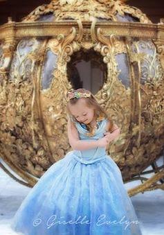 Cô bé bệnh Down hóa thành công chúa Disney đáng yêu