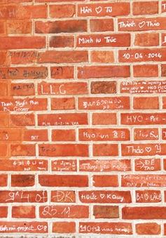 TP.HCM: Hàng loạt công trình nổi tiếng bị bôi bẩn