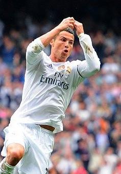 Ronaldo phá kỷ lục ghi bàn của Raul bằng siêu phẩm sút xa