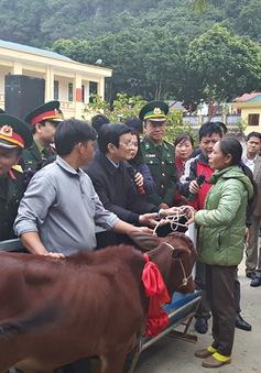 Chủ tịch nước dự lễ trao tặng bò giống cho đồng bào nghèo biên giới