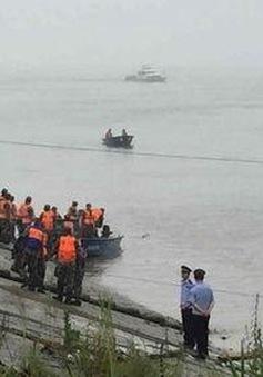 Trung Quốc: Tàu khách bị chìm, hơn 400 người gặp nguy hiểm
