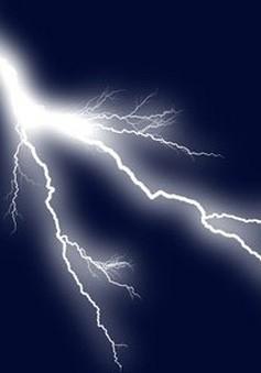 Bình Phước: Trú mưa ở thềm nhà, hai vợ chồng bị sét đánh tử vong tại chỗ