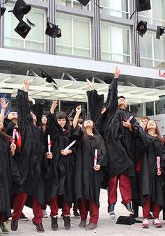 Đại học Quốc tế Sài Gòn trao bằng tốt nghiệp