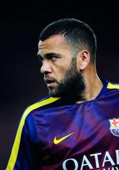 """Alves chỉ """"dọa"""" ra đi nhằm gây áp lực với Barcelona?"""