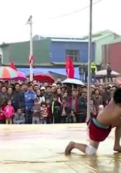 Các VĐV nô nức dự lễ hội ở quê hương của môn đấu vật