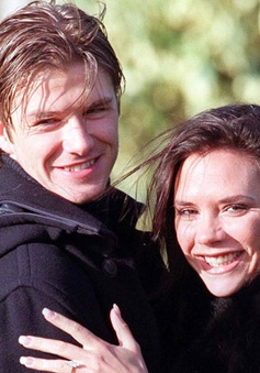 Victoria yêu Beckham từ ánh nhìn đầu tiên