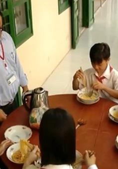 Điều ước thứ 7: Ấm lòng những bát mì của người thầy dành cho học sinh nghèo