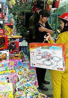 """Hoang mang trước """"ma trận"""" đồ chơi độc hại trên thị trường"""