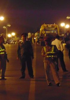 Taxi đâm hàng loạt xe máy trên cầu vượt Thái Hà - chùa Bộc