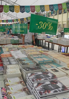Choáng ngợp giữa biển sách trong Ngày hội sách 2015
