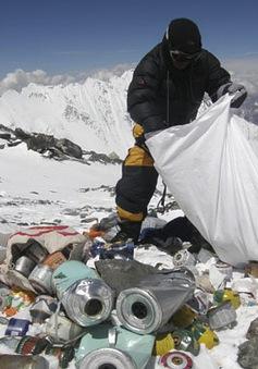 Quân đội Ấn Độ dọn rác trên đỉnh Everest
