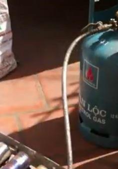 Thu giữ hơn 700 bình gas mini sang chiết trái phép