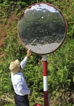 Nhiều gương cầu lồi trên đường Hồ Chí Minh bị phá hoại