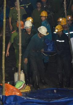 Đưa thi thể nạn nhân cuối cùng ra khỏi hầm lò bị sập ở Hòa Bình
