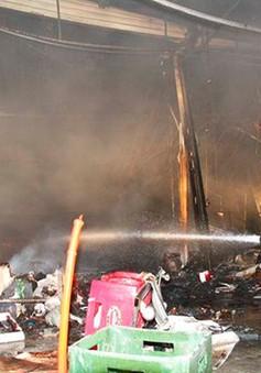 Hỏa hoạn thiêu rụi 4 cửa hàng quần áo ở Bình Dương