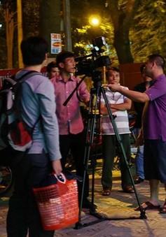 Phóng viên bị thu máy quay khi đang tác nghiệp