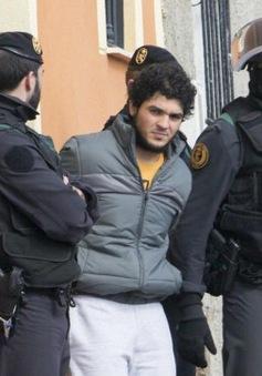 Pháp xét xử 7 đối tượng tuyển mộ người cho IS