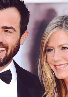 Một tháng sau đám cưới, Jennifer Aniston mang song thai
