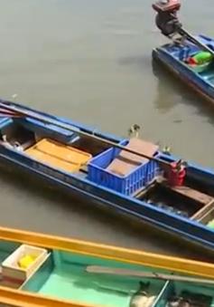 Bắt giữ nhiều đối tượng kích điện tận diệt cá trên sông Sài Gòn