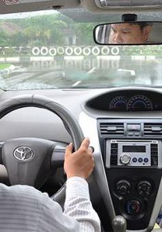 Sẽ cấp giấy phép lái xe số tự động vào tháng 9/2015
