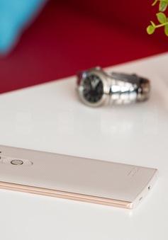 Những mẫu điện thoại độc đáo sở hữu tới... 2 màn hình