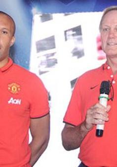 Bộ đôi cựu danh thủ Man Utd giao lưu với NHM Việt Nam