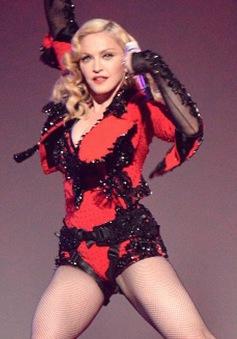 Grammy 2015: Mặc tuổi cao, Madonna vẫn trình diễn bốc lửa