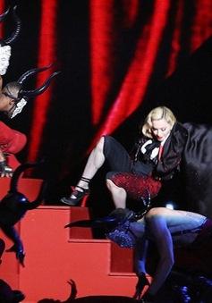 Madonna lên tiếng về vụ té ngãở BRIT Awards 2015