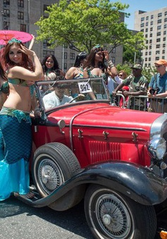 Độc đáo lễ hội nàng tiên cá trên đảo Coney (New York, Mỹ)