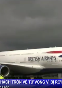 Hành khách trốn vé, rơi từ máy bay xuống nóc nhà tử vong