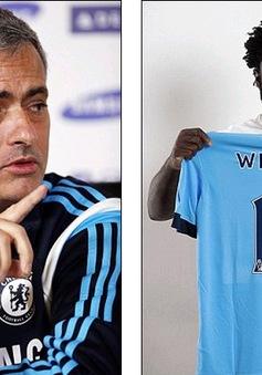 Mourinho và Wenger vẫn cay cú vụ Bony sang Man City