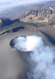 """Nhật Bản: Núi lửa Asama phun trào lần đầu tiên sau 6 năm """"ngủ yên"""""""