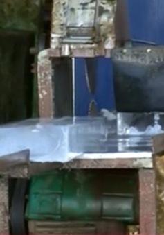 """""""Lạnh người"""" với các cơ sở sản xuất nước đá bẩn tại Đồng Tháp"""