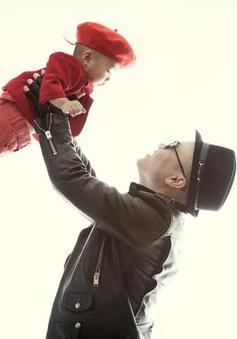 Hình ảnh ngọt ngào của Đỗ Mạnh Cường bên con trai