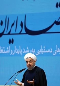 Tổng thống Rouhani: Iran không thể phát triển nếu tiếp tục bị cô lập