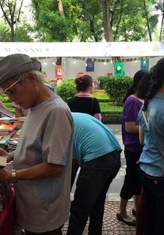 Nhộn nhịp triển lãm - hội chợ sách Quốc tế Việt Nam lần thứ 5