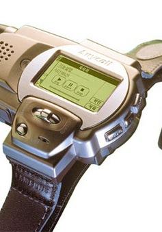 Samsung ra mắt điện thoại đồng hồ từ năm 1999