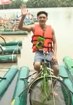 Thích thú với trải nghiệm chạy xe đạp dưới nước