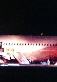 Máy bay Hàn Quốc hạ cánh chệch khỏi đường băng