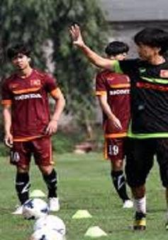 Thầy và trò đội U23 Việt Nam thể hiện quyết tâm trước đội Cereza Osaka
