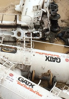 Tàu trật đường ray, hàng chục nghìn lít axit sulfuric bị rò rỉ